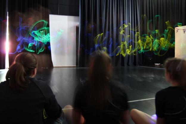 Year 10 Cast A Warm Glow In PE